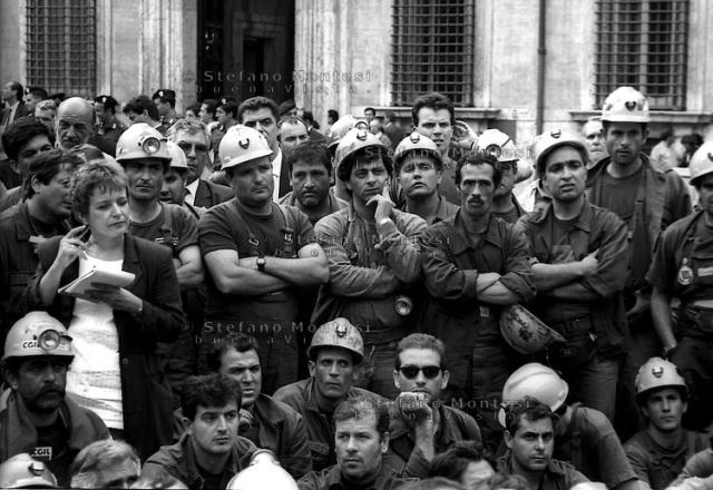 I minatori delle miniere del Sulcis in Sardegna manifestano  davanti a Palazzo Chigi